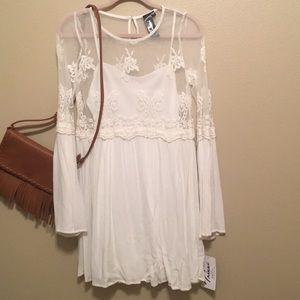 Trixxi: NEW White Bell-Sleeve Shift Dress